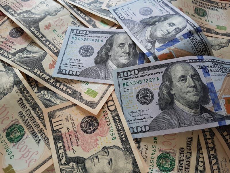 Biznesowi pojęcia, tło, finansowa inwestycja i pieniądze wymiana: Amerykańska dolar gotówka Gotowa inwestować dookoła świata zdjęcia stock