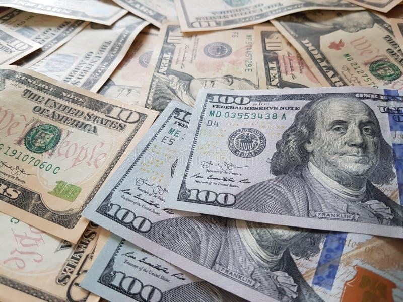 Biznesowi pojęcia, tło, finansowa inwestycja i pieniądze wymiana: Amerykańska dolar gotówka Gotowa inwestować dookoła świata zdjęcie royalty free