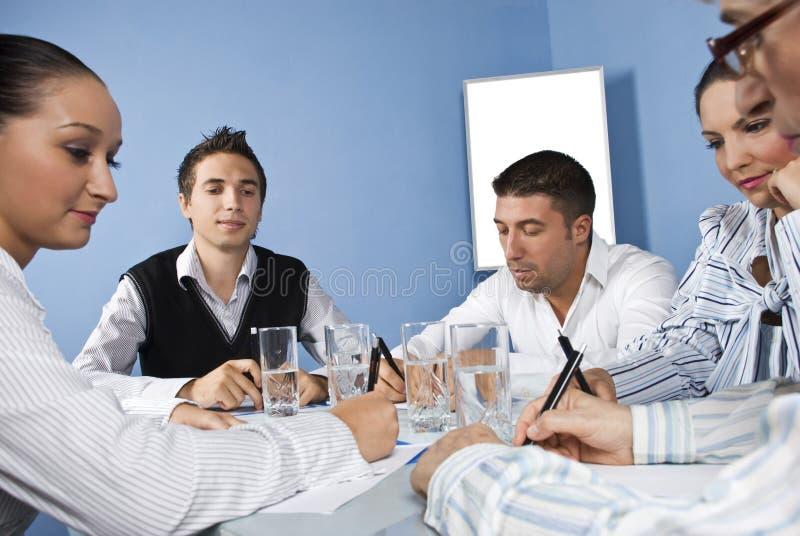 biznesowi spotkania środka urzędnicy zdjęcie stock