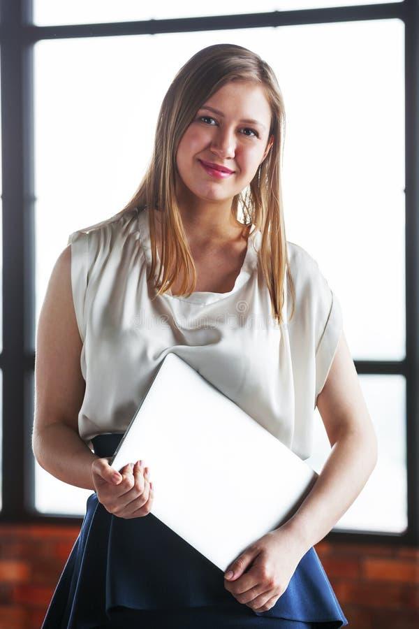 biznesowi szczęśliwi portreta kobiety potomstwa obraz stock
