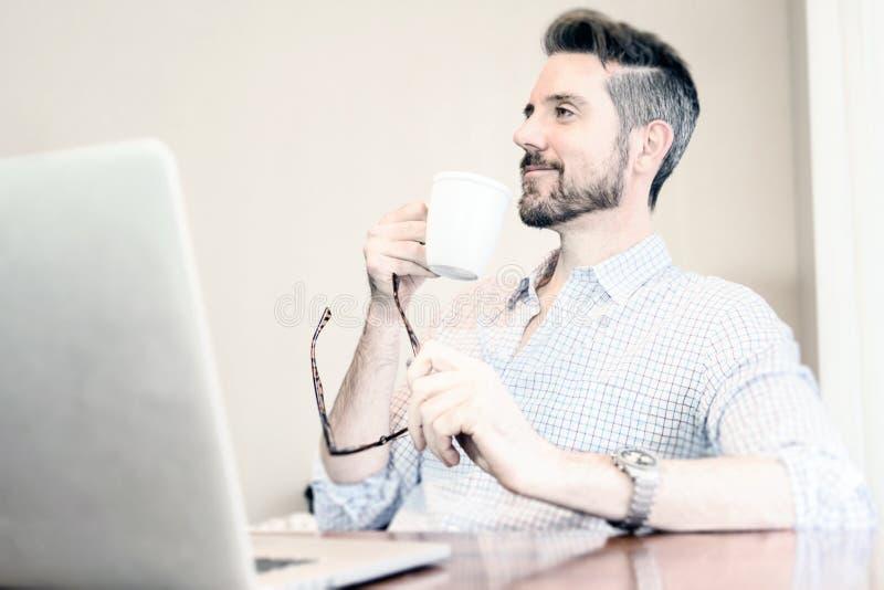 Biznesowy biurko kawy biuro obraz stock