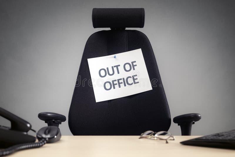 Biznesowy krzesło z z biuro znakiem obraz stock