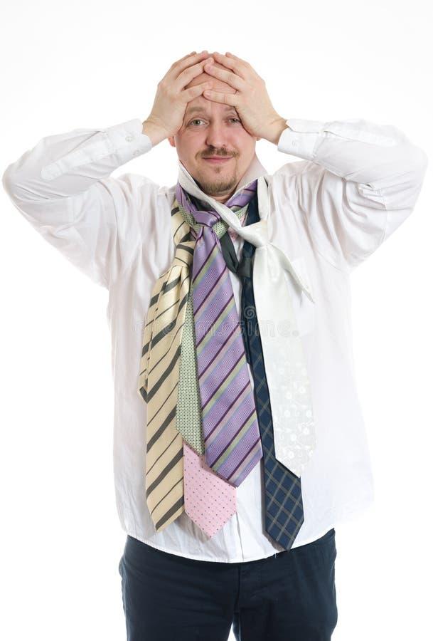 Biznesowy mężczyzna wybiera krawaty zdjęcie stock