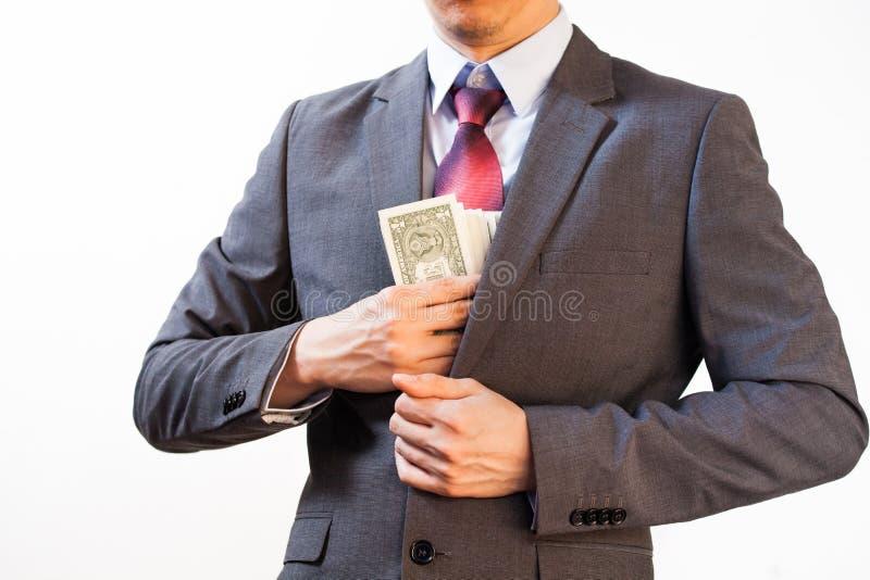 Biznesowy mężczyzna chuje pieniądze w kurtki kieszeni zdjęcia stock