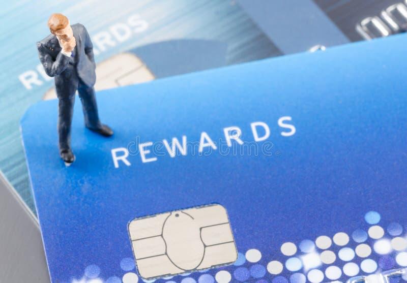 Biznesowy mężczyzna na kredytowej karcie, online shoping pojęcie fotografia royalty free