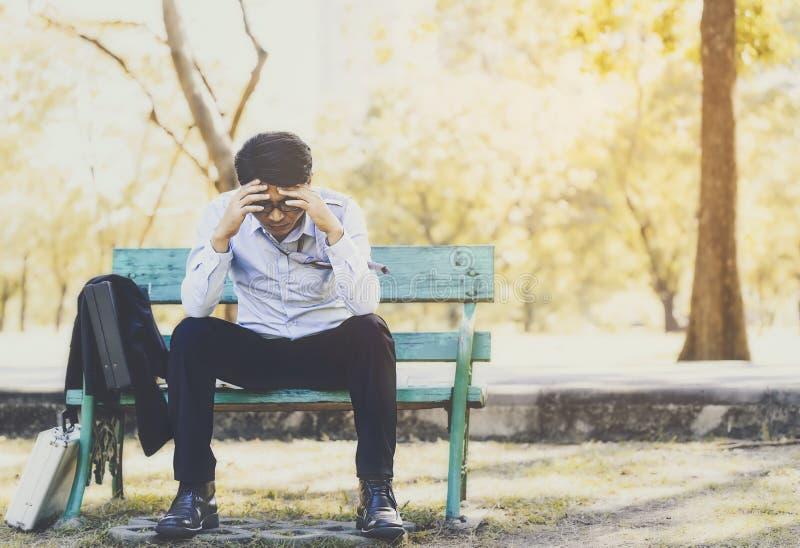 Biznesowy mężczyzna nie udać się czuć i dis beznadziejny, zrozpaczony, smutny, zdjęcia stock
