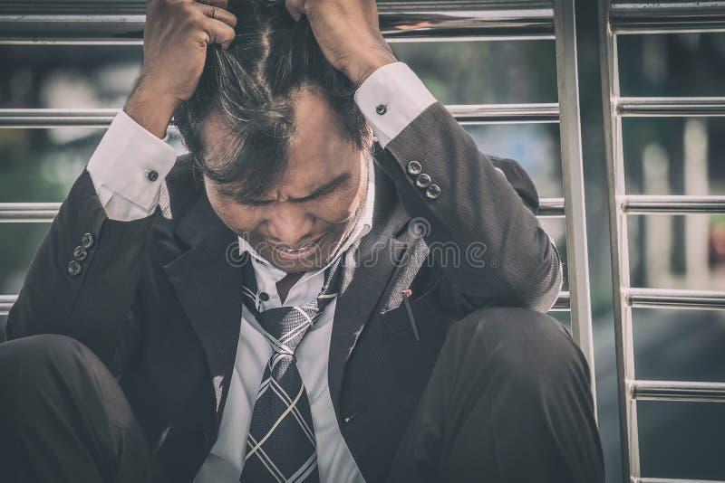 Biznesowy mężczyzna nie udać się czuć i dis beznadziejny, zrozpaczony, smutny, obrazy stock