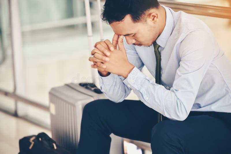 Biznesowy mężczyzna nie udać się czuć i dis beznadziejny, zrozpaczony, smutny, fotografia royalty free