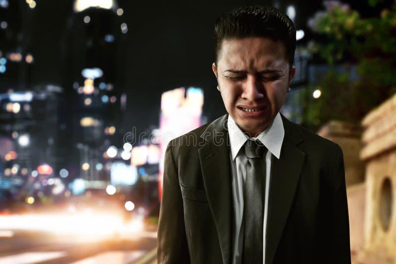 Biznesowy mężczyzna smutny na ulicie fotografia royalty free