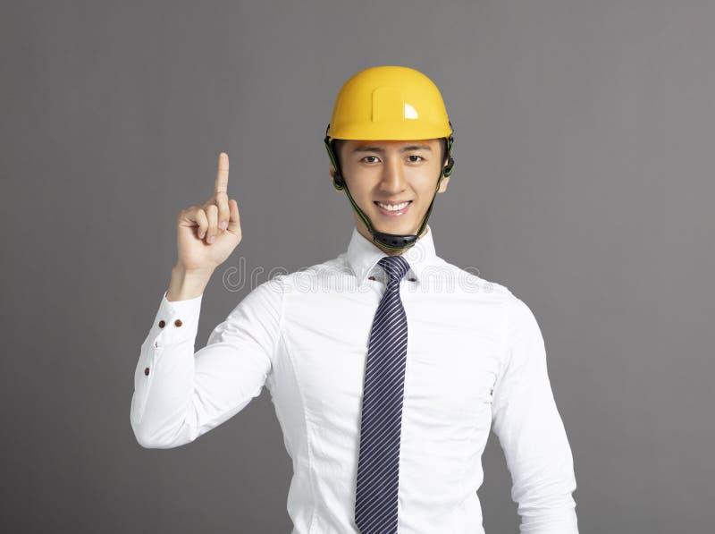 biznesowy mężczyzna z budowa hełmem zdjęcie stock
