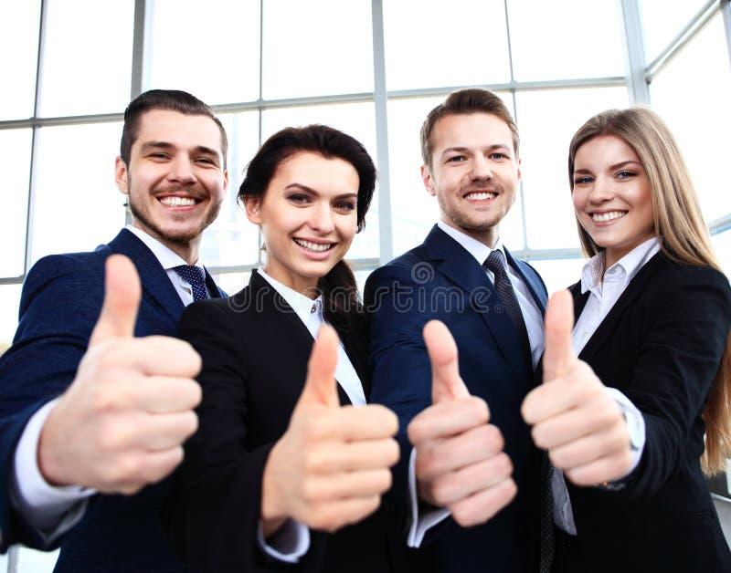 Biznesowy pojęcie - pomyślni młodzi ludzie biznesu zdjęcie royalty free