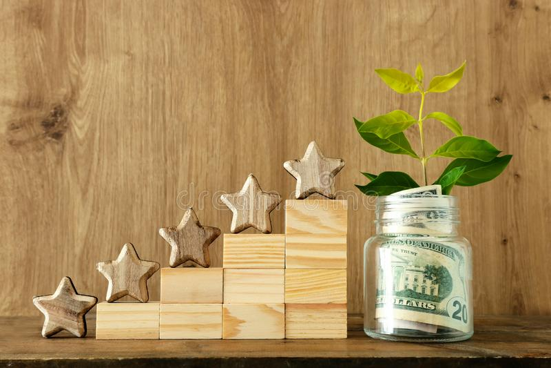 Biznesowy pojęcie wizerunek ustawiać pięć gwiazdowego cel przyrostowa ocena, ranking, cenienie, pieniądze inwestycja lub pieniężn fotografia royalty free