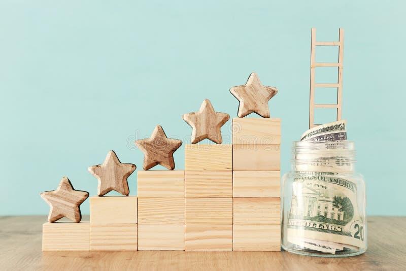 Biznesowy pojęcie wizerunek ustawiać pięć gwiazdowego cel przyrostowa ocena, ranking, cenienie, pieniądze inwestycja lub pieniężn obraz stock