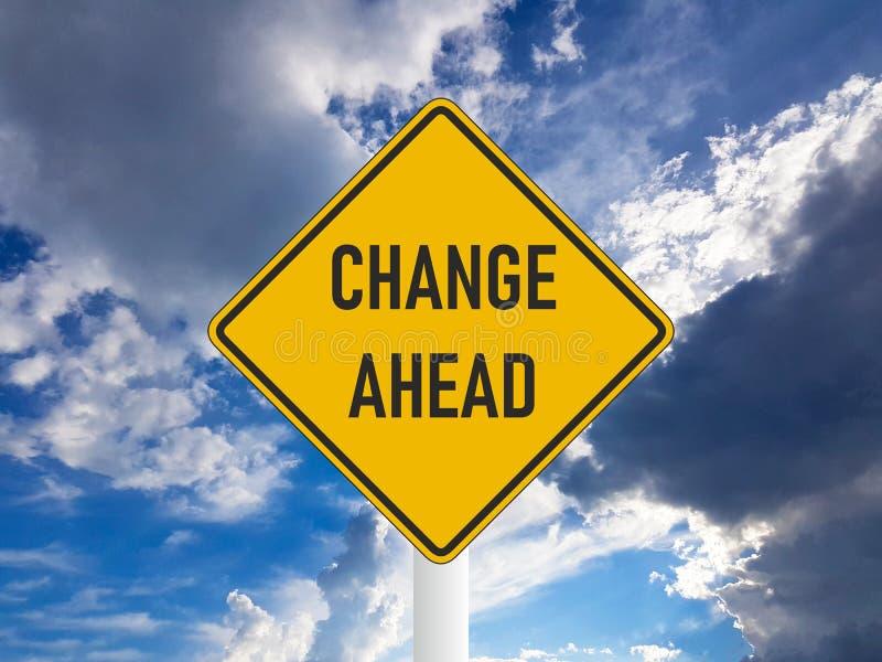 Biznesowy pojęcie zmiany naprzód drogowy znak na błękitnym chmurnym niebie ilustracja wektor