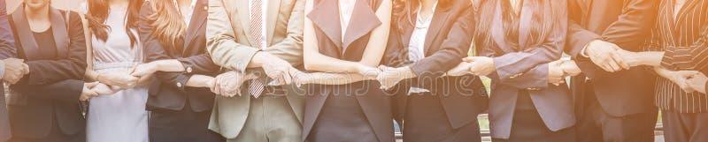 Biznesowy pracy zespołowej mienia ręk stojak w linii obrazy royalty free