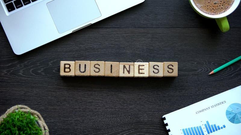 Biznesowy słowo robić sześciany, uruchomienie zaczyna, przywódctwo i sukcesu pojęcie, zdjęcie stock