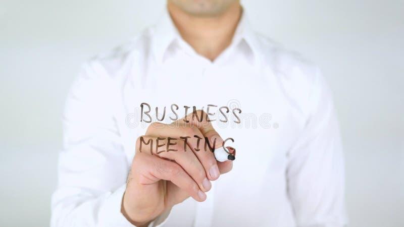 Biznesowy spotkanie, mężczyzna Writing na szkle, Ręcznie pisany obrazy royalty free