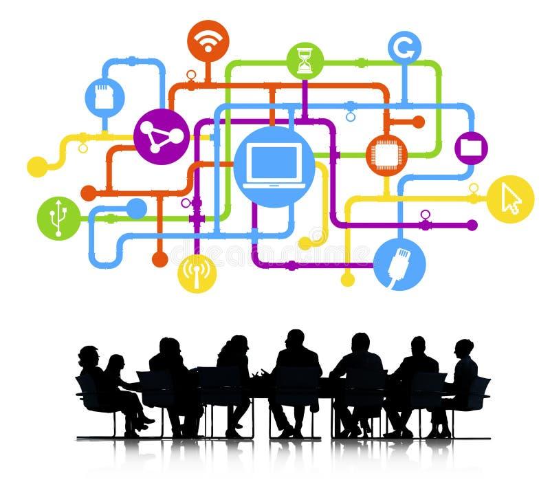 Biznesowy spotkanie z Komputerowym networking obrazy stock
