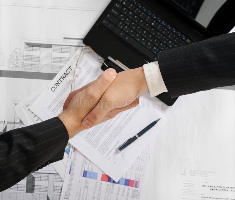 biznesowy uścisk dłoni współpracuje dwa zdjęcia royalty free