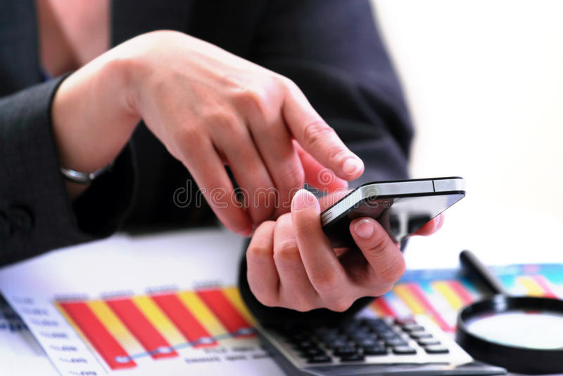 Biznesowy Używać Smartphone Zdjęcie Royalty Free