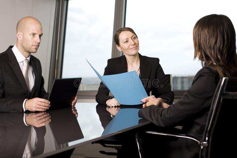 Download Biznesowy wywiad obraz stock. Obraz złożonej z stół, mężczyzna - 28968567