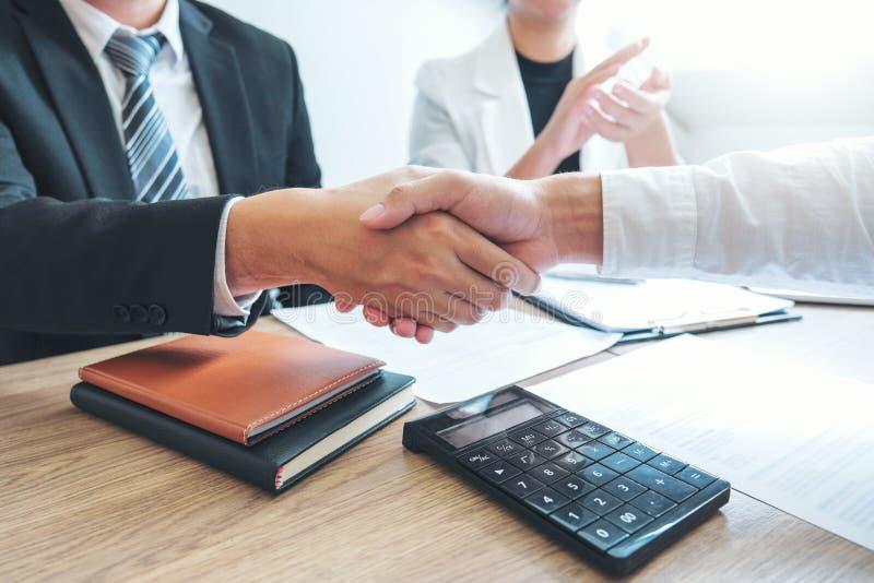 Biznesu chwiania drużynowe ręki podczas spotkanie strategii analizy Planistycznego pojęcia zdjęcia royalty free