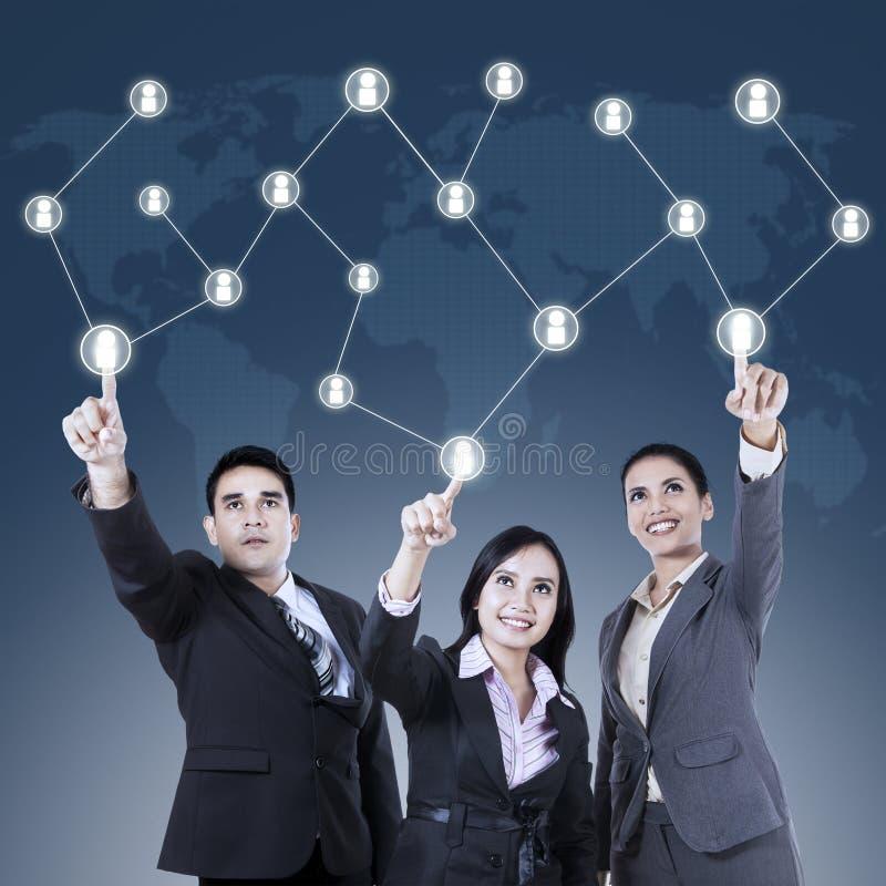 Biznesu drużynowy odciskanie Ogólnospołeczny sieć guzik obrazy royalty free