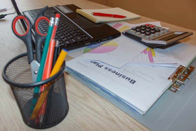 Biznesu finanse, podatek, księgowość, statystyki i analityczny badawczy pojęcie, fotografia stock