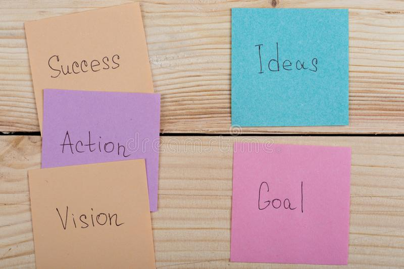 Biznesu i sukcesu pojęcie - kolorowe kleiste notatki z słowo sukcesem, akcja, cel, wzrok, pomysł obrazy royalty free