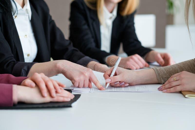 Biznesu kontrakta znaka pracy zgody partnerstwo obraz royalty free
