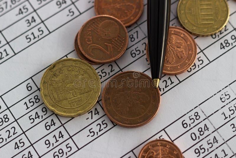 Biznesu oszczędzania planowania konta finansowy pojęcie rozliczający, biznesowi obliczenia, spieniężają liczenie obrazy stock