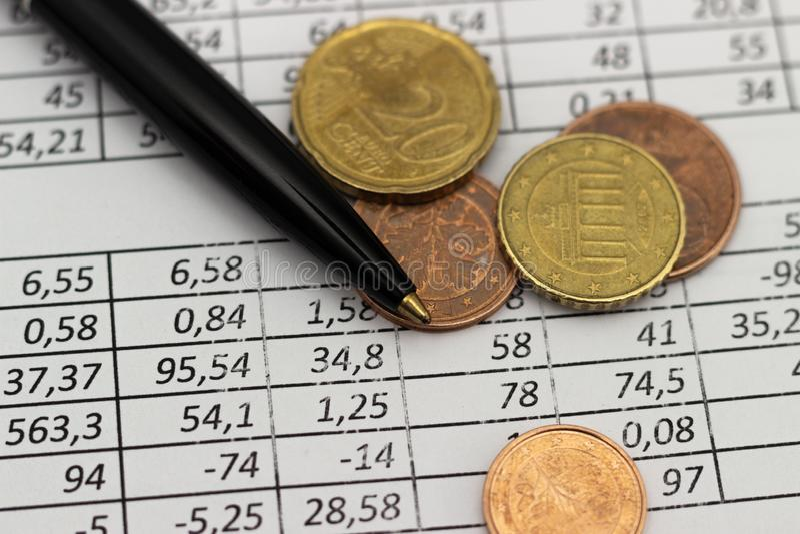 Biznesu oszczędzania planowania konta finansowy pojęcie rozliczający, biznesowi obliczenia, spieniężają liczenie zdjęcia royalty free