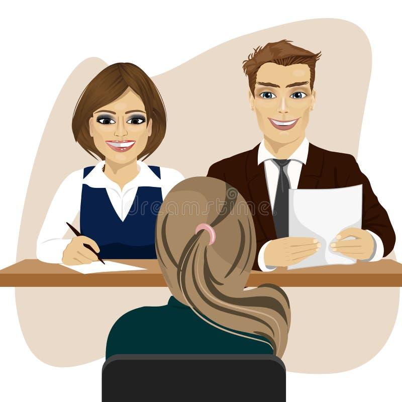 Biznesu pięcioliniowy obsiadanie przy biurowym biurkiem, wywiad z kobieta kandydatem dla rekrutacyjnej pracy ilustracji