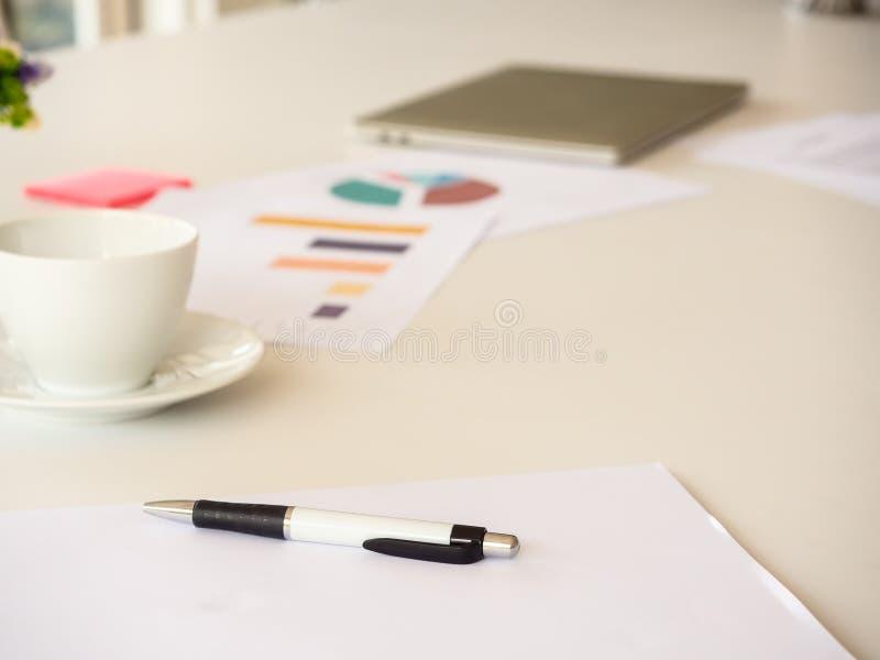 Biznesu stół w biurze fotografia stock