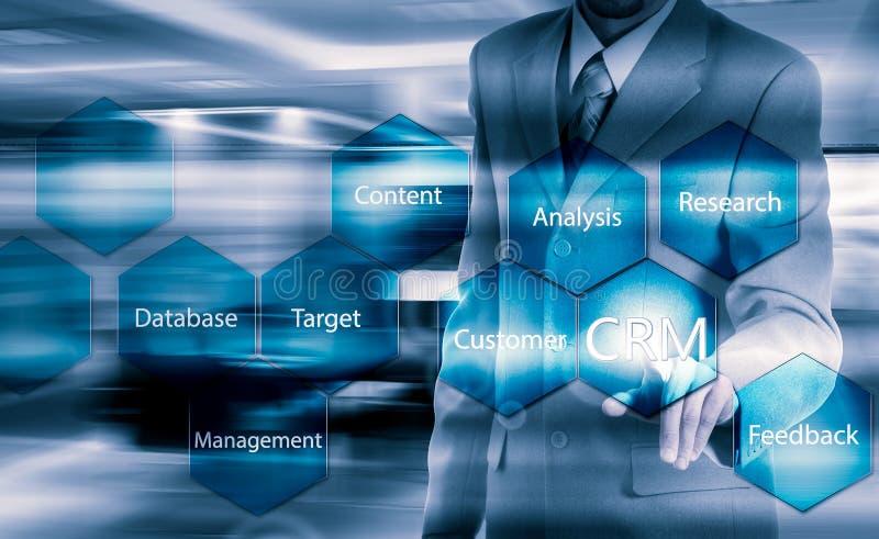 Biznesu, technologii, interneta i klienta związku zarządzania pojęcie, Biznesmena crm naciskowy guzik na wirtualnych ekranach fotografia stock