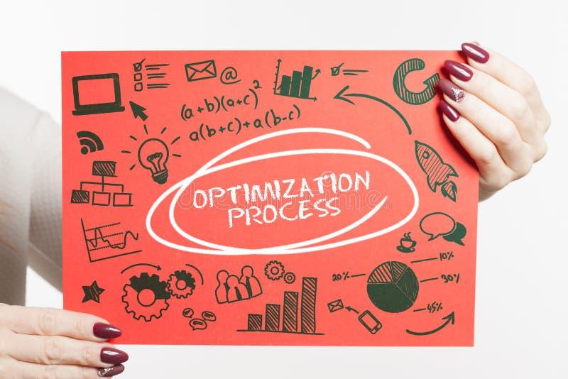 Biznesu, technologii, interneta i sieci pojęcie, Młody biznesmen pokazuje słowo: Optymalizacja proces obrazy stock