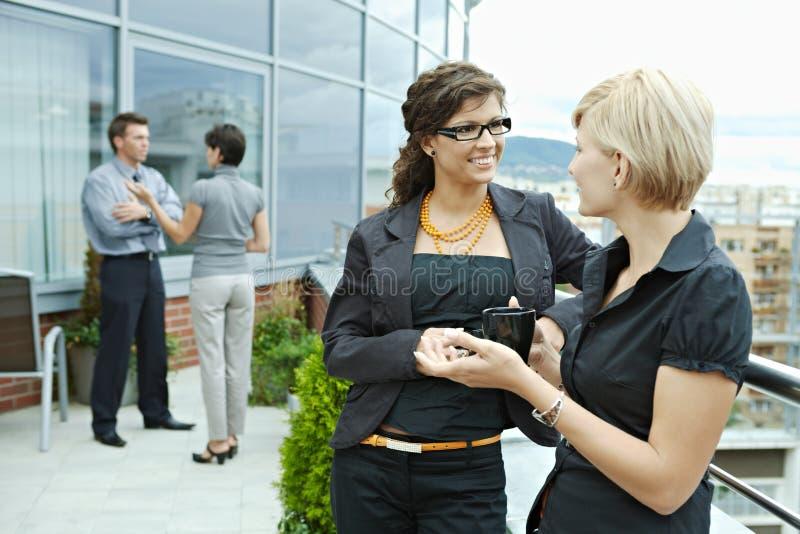 Bizneswomanów target67_0_ plenerowy zdjęcie stock