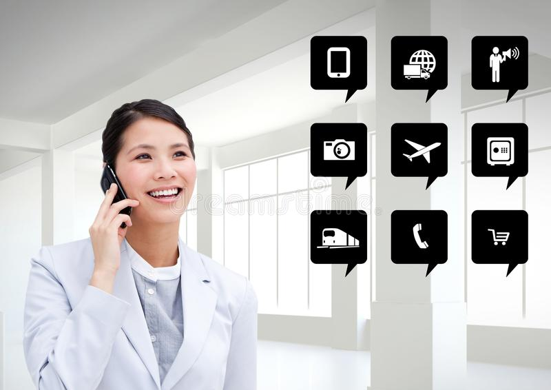 Bizneswoman opowiada na telefonie komórkowym obok podaniowych ikon zdjęcie stock