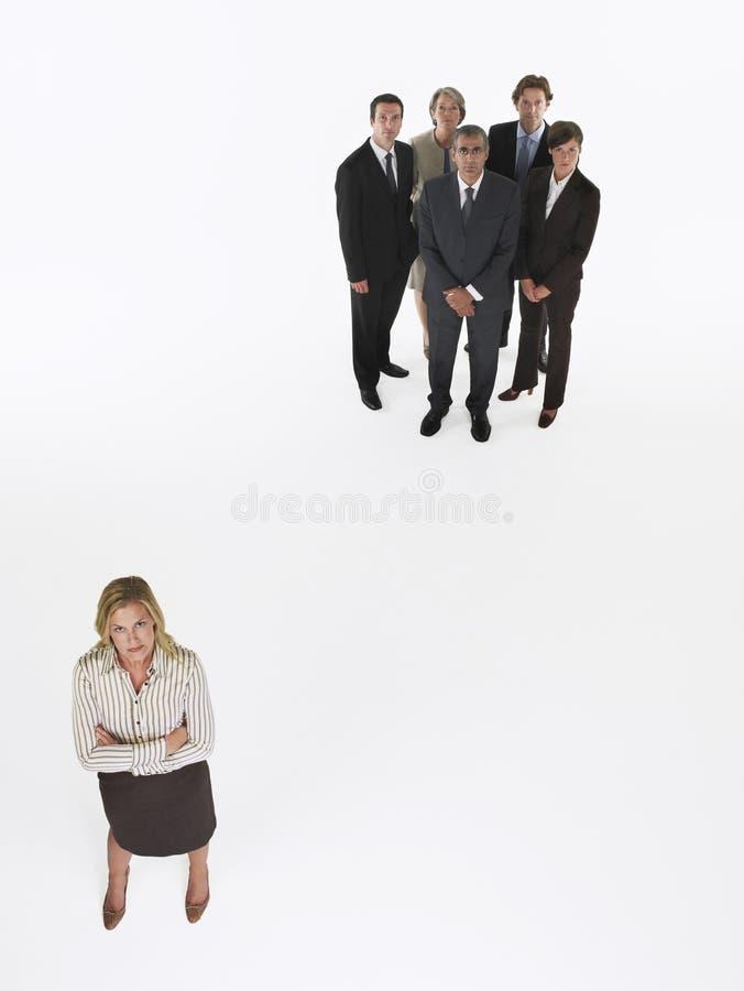 Bizneswoman pozycja Oprócz grupy zdjęcie royalty free