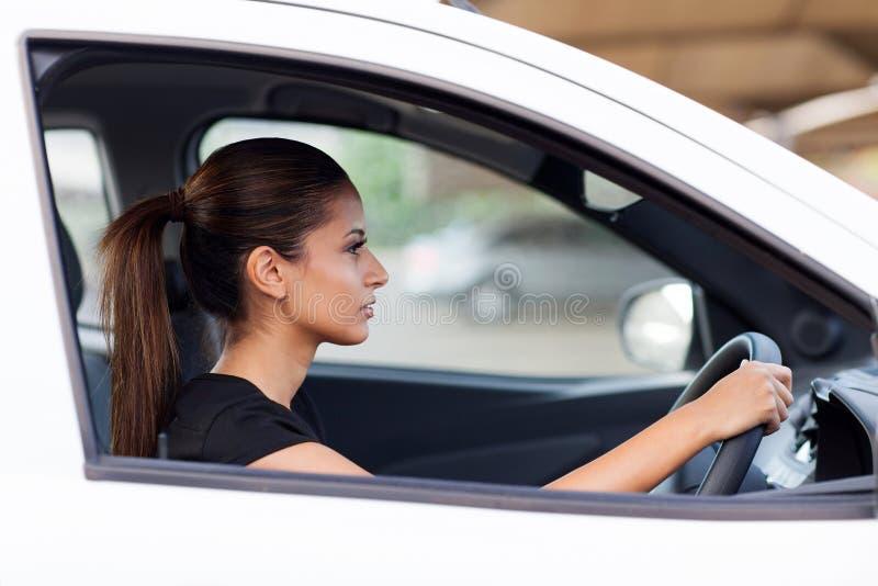 Bizneswoman przejażdżki praca zdjęcia stock