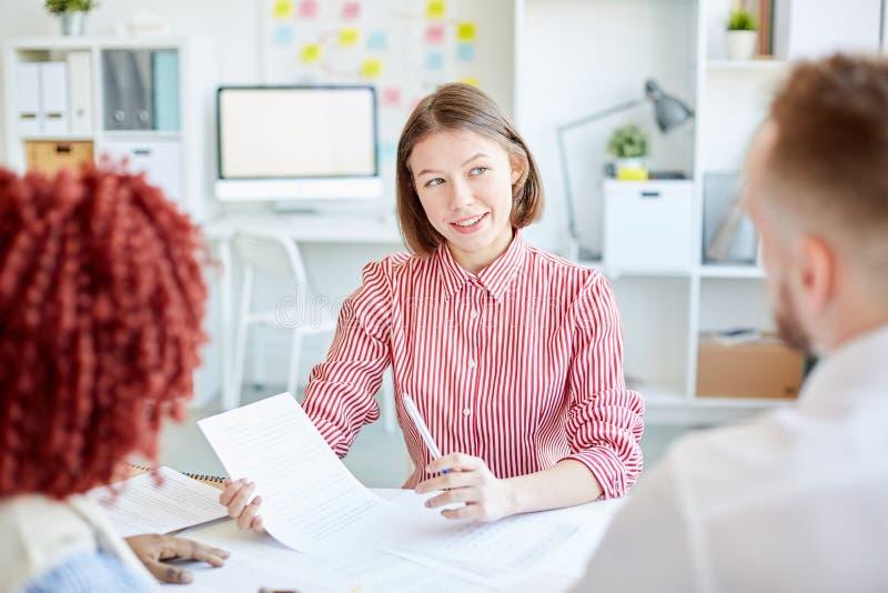 Bizneswoman przy spotkaniem zdjęcia royalty free