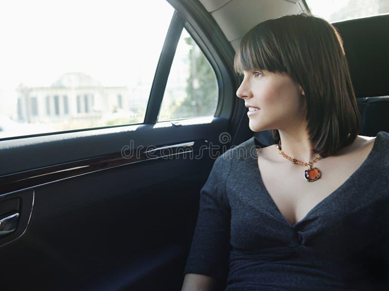 Bizneswoman Przy tylnym siedzeniem Samochodowy Przyglądający okno Out zdjęcie royalty free