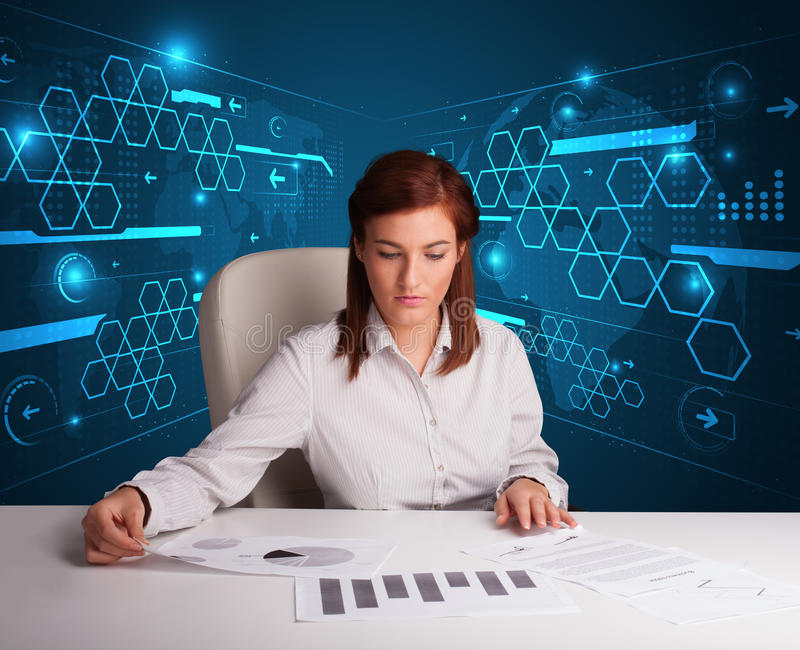 Bizneswoman robi papierkowej robocie z futurystycznym tłem zdjęcie royalty free