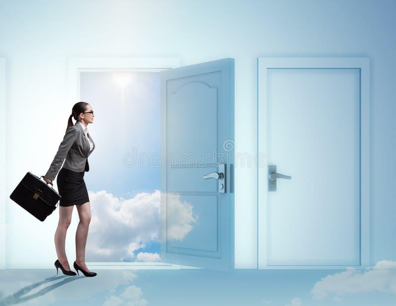 Bizneswoman stawia czo?o wiele okazje biznesowe zdjęcia royalty free