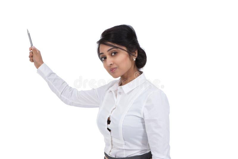 Bizneswoman trzyma pióro zdjęcie stock
