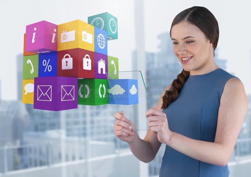 Bizneswoman trzyma szkło ekran z apps ikonami zdjęcia royalty free