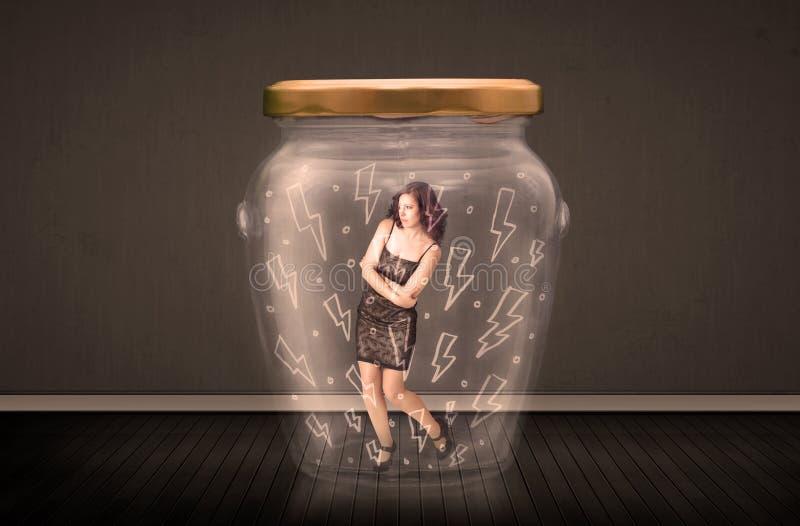 Bizneswoman wśrodku szklanego słoju z błyskawicowym rysunku pojęciem obrazy royalty free