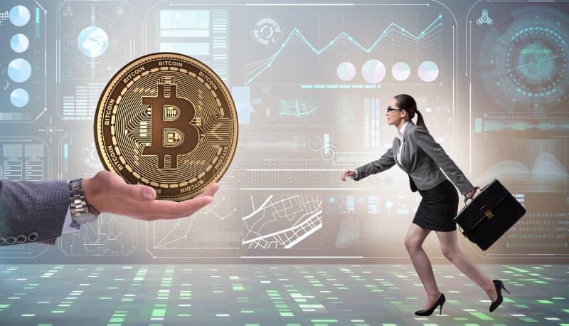 Bizneswoman w bitcoin wzrosta cen poj?ciu fotografia stock