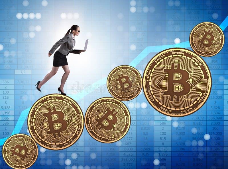 Bizneswoman w bitcoin wzrosta cen poj?ciu zdjęcia stock