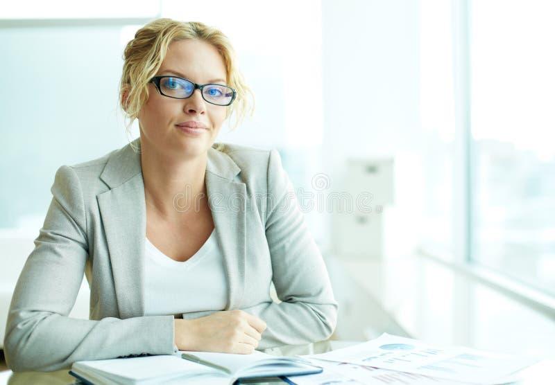 Bizneswoman w biurze obrazy stock